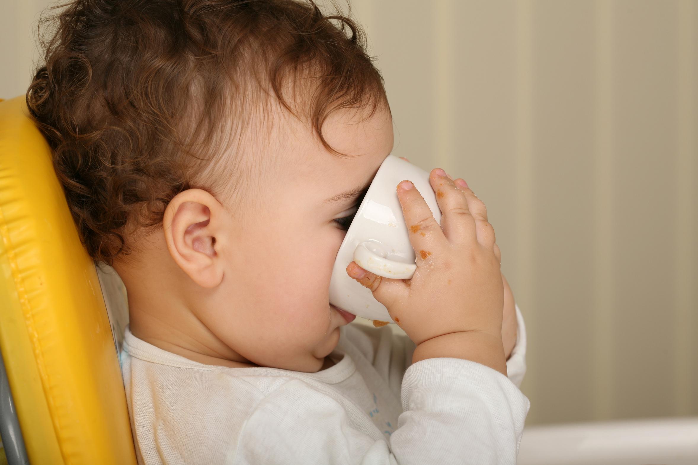Как сделать чай для ребенка до года